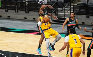 """LeBrono trigubas dublis ir žvėriškas Davisas nukalė """"Lakers"""" pergalę (rezultatai)"""