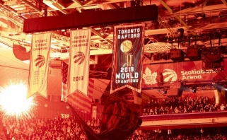 "Čempionų žiedus atsiėmę ""Raptors"" sezoną atidarė dramatiška pergale prieš ""Pelicans"""