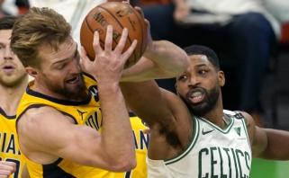 """Nepakartojamą tritaškį lemiamu metu smeigęs Sabonis ir """"Pacers"""" krito Bostone"""