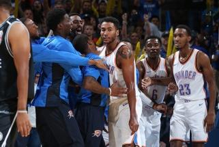 """NBA: sensacingas australų iššūkis """"Thunder"""" ir beviltiškai atrodę """"Knicks"""""""