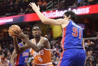 """""""Knicks"""" ir """"Pelicans"""" pergales pasiekė be M. Kuzminsko ir D. Motiejūno taškų, K. Porzingis patyrė traumą"""