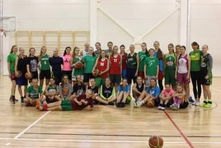 Europos čempionės patarimus dalino beveik 40-iai jaunųjų krepšininkių