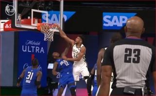Dar vienas monstriškas Giannio dėjimas - NBA Top 10 viršūnėje