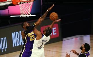 """""""Pacers"""" ir be Sabonio patiesė """"Lakers"""" su LeBronu ir Davisu (rezultatai)"""