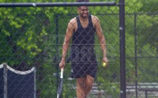 JAV internautai piktinasi: koronavirusu užsikrėtęs J.Parkeris žaidžia tenisą be kaukės