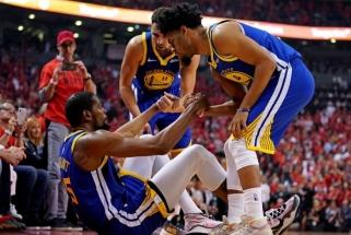 """Sunkios traumos neatbaido: """"Warriors"""" ketina siūlyti Durantui ir Thompsonui maksimalias sutartis"""