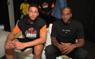 B.Simmonsas ir K.Leonardas - NBA savaitės MVP