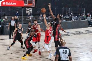 NBA čempionai įkaito: dar vieną pergalę lėmė VanVleeto karjeros mačas