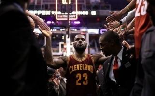 """NBA: L.Jamesas ištempė """"Cavs"""", Portlande - du pratęsimai ir 249 taškai (rezultatai)"""