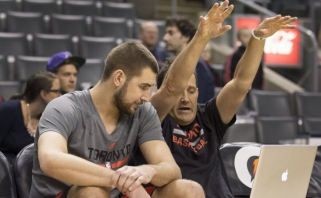 NBA lietuviams padėjęs treneris traukiasi neatlaikęs nelaimių virtinės
