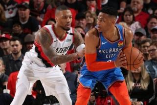 """Žvaigždžių dvikovoje Westbrooką šešėlyje palikęs Lillardas padėjo """"Blazers"""" sutriuškinti """"Thunder"""""""