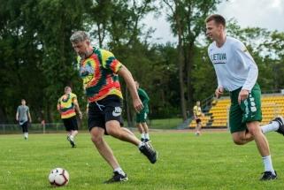 D.Maskoliūnas įmušė įvartį, bet rinktinės krepšininkai sutriuškino trenerius