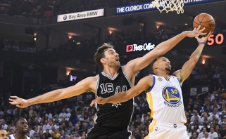 """Warriors"" su K.Durantu - skambus ""Spurs"" antausis jau pirmame mače"