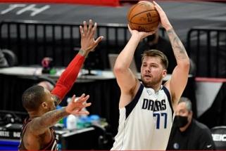 """Dončičius siautėjo prie tritaškio linijos, """"Mavericks"""" nutraukė """"Blazers"""" pergalių seriją (rezultatai)"""