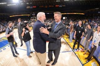 """G.Popovichiaus mokykla: trečdalio NBA klubų treneriai savo laiku perėjo """"Spurs"""" legendos kursus"""