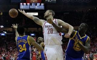 """""""Rockets"""" su D.Motiejūnu čempionams priešinosi du kėlinius, traumą patyrė S.Curry"""