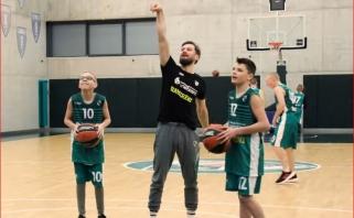 """""""Žalgirio"""" """"OneTeam"""" savanoriai - karjerą baigęs krepšininkas ir dėstytojas"""