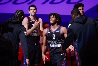 """COVID-19 jaukia NBA sezoną: """"76ers"""" žaidė septyniese, komandų lyderiais tampa naujokai"""