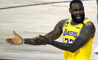 """Pirmąjį mačą praleisiantis LeBronas paaiškino praėjusio sezono """"Lakers"""" nesėkmę"""
