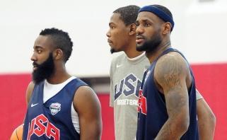 """""""Sports Illustrated"""" paskelbė geriausių kito sezono NBA žaidėjų Top 10"""
