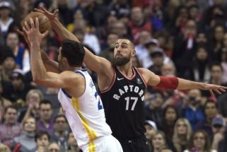 J.Valančiūnas kovoje su NBA čempionais buvo arti dvigubo dublio ir pergalės