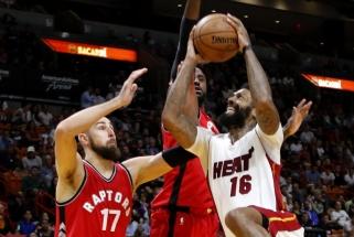 """NBA: nerezultatyviausiai sezone žaidęs J.Valančiūnas, """"Raptors"""" pergalė ir išvytas J.J.Barea"""