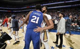 """Embiidas išvengė sunkios traumos, Daviso sugrįžimo """"Lakers"""" gerbėjams dar teks palaukti"""
