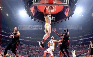 """Dieviškai žaidęs Durantas pakartojo visų laikų NBA rekordą ir išvedė """"Warriors"""" į kitą etapą"""