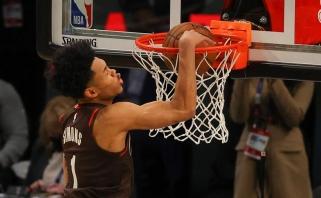 """NBA dėjimų konkurso čempionu tapo intrigą dėl bučinio lankui kėlęs """"Blazers"""" gynėjas"""