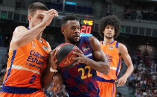 """Be pralaimėjimų žengianti """"Barcelona"""" išvargo pergalę prieš autsaiderę """"Valencia"""""""