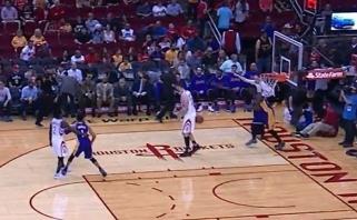 """""""Rockets"""" dar laikosi; D.Motiejūnui akibrokštas - kamuolys į užpakalį"""