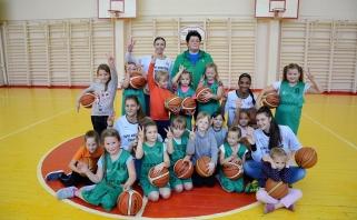 """Projekto """"Tapk krepšinio žvaigžde"""" treniruotėje Ukmergėje - kaip niekada gausus būrys mažųjų krepšininkių"""