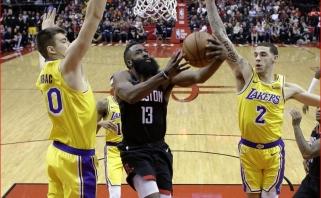 """Beveik pusšimtį taškų pelnęs """"Rockets"""" barzdočius ir po pratęsimo kritę """"Lakers"""" (rezultatai)"""