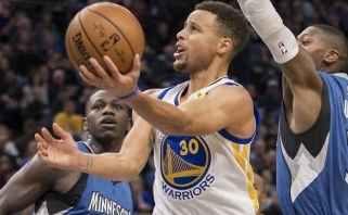 """NBA: S.Curry aplenkė S.Nashą, """"Pelicans"""" įžaidėjas surinko trigubą dublį"""