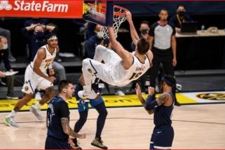 """NBA naktį nušvietė Jokičius, """"Bulls"""" ir """"Spurs"""" išplėšė pergales prieš favoritus"""