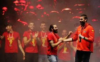 Madridas pasitiko pasaulio čempionus: Gasolis vėl gėrė alų ir turėjo prašymą sirgaliams