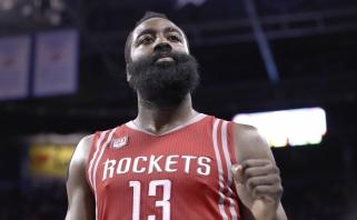 """""""Rockets"""" pagerino du NBA rekordus, J.Hardenas vėl atliko trigubą dublį (rezultatai)"""