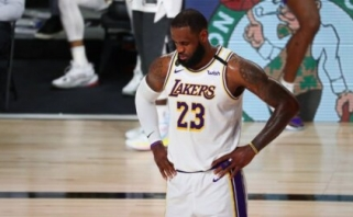 """LeBronas surinko įspūdingą trigubą dublį, tačiau """"Nuggets"""" sušvelnino serijos rezultatą"""