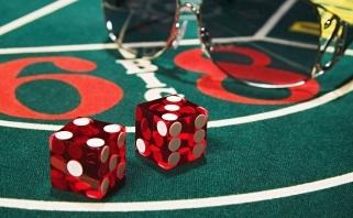 Azartiški sporto aistruoliai vis dažniau renkasi internetinius kazino