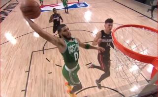 Monstriški J.Tatumo dėjimai ir J.Browno dvitaškis su pražanga - gražiausi NBA nakties momentai
