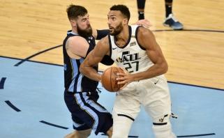 """Valančiūnas su """"Grizzlies"""" atsidūrė ant bedugnės krašto; """"Wizards"""" neleido """"76ers"""" baigti serijos"""