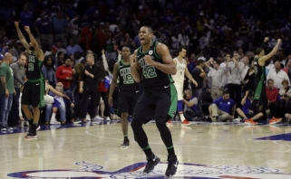 """""""76ers"""" - dar vienas nelauktas """"Celtics"""" smūgis, o mačo pabaigoje - kuriozas"""