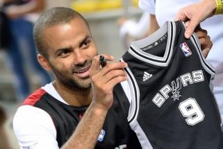 """Sensacija: 17 metų """"Spurs"""" garbę gynęs T.Parkeris keliasi į """"Hornets"""""""