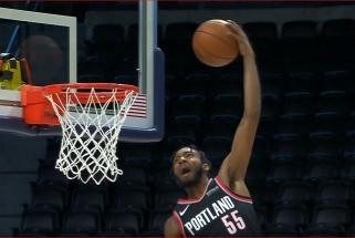"""""""Blazers"""" skrajoklio D.Joneso dėjimas - NBA Top 10 viršūnėje"""