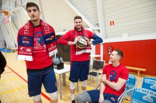 """Du """"Baskonia"""" žaidėjai policijos nubausti už treniruotę ant parduotuvės stogo per karantiną"""