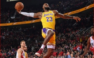 """L.Jameso debiutas """"Lakers"""" gretose pažymėtas nesėkme Portlande (rezultatai)"""