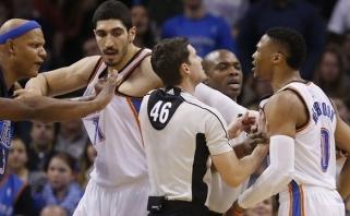 """R.Westbrooką smaugti bandęs """"Mavericks"""" puolėjas išvarytas iš aikštės"""