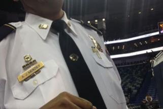 M.Cubanas padovanojo Naujojo Orleano policininkui čempiono žiedą