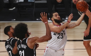 """Istorinė VanVleeto naktis atnešė """"Raptors"""" eilę klubo rekordų ir pirmąją pergalę"""