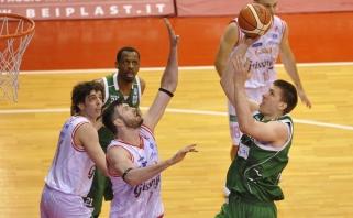 B.Veikalo ekipa sušvelnino pusfinalio serijos rezultatą, R.Kaukėnas ir D.Lavrinovičius - rezultatyvūs